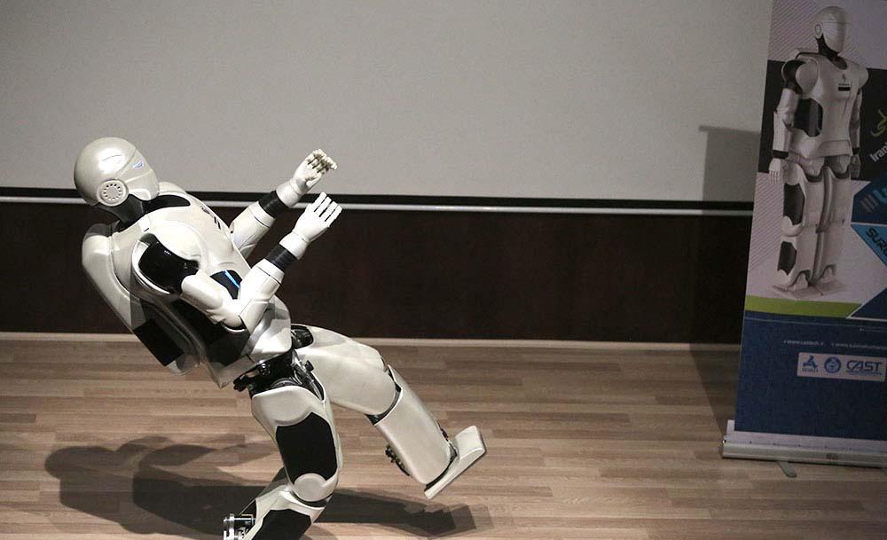 ربات انسان نمای سورنای ۳
