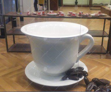 ماکت فنجان به همراه دانه های قهوه